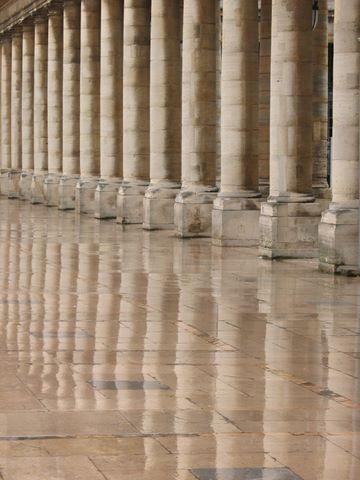 Et quelques colonnes plus anciennes du Palais Royal