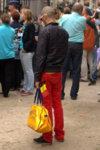 Un échantillon des nombreuses personnes présentes en noir-jaune-rouge