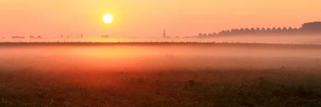 Lever de soleil brumeux à Perk