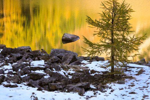 La rive de Lake Agnes