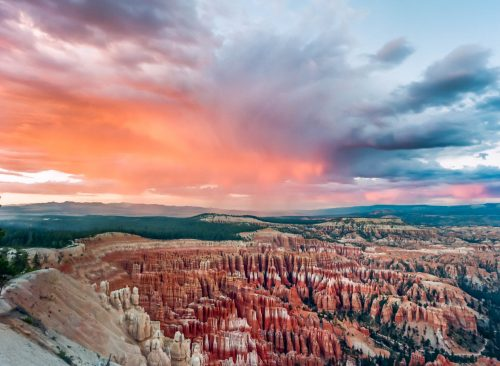 Tourmented sunset in Bryce Canyon